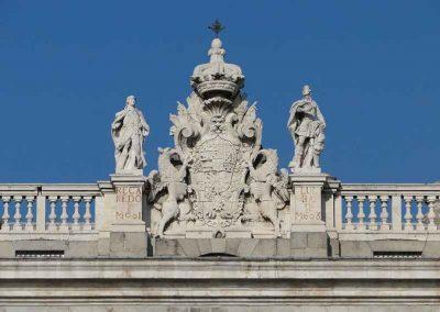 Grupo escultórico de la Fachada Principal de Palacio Real. Madrid