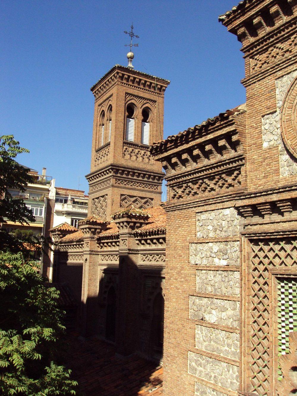 Iglesia de san ferm n de los navarros madrid kerkide for Pisos en san fermin madrid